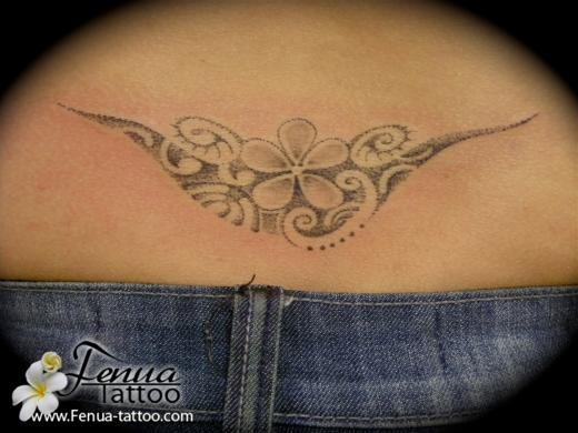 l 39 art du point tatouage polyn sien tatoouages fenua tattoo. Black Bedroom Furniture Sets. Home Design Ideas
