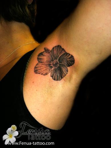 L 39 art du point tatouage polyn sien tatoouages fenua tattoo - Tatouage fleur d hibiscus ...