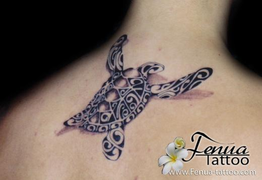 Pin motif tortue tatouage polyn sien paule femme on pinterest - Tatouage tortue polynesien ...